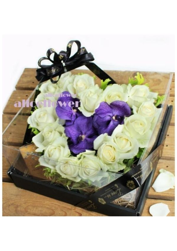 Rose Love,White Charming box flowers