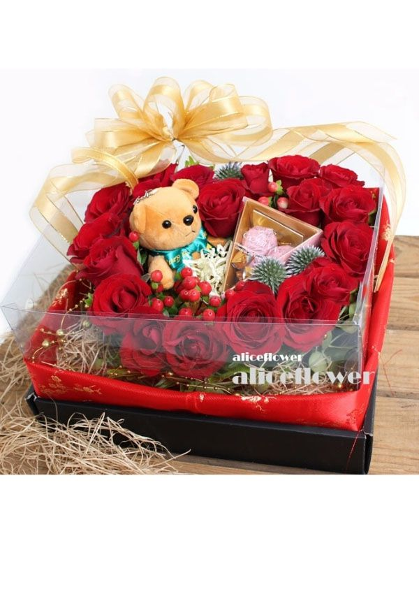 @[Valentine Arranged flowers],Love in Touch heart shape Box Flowers