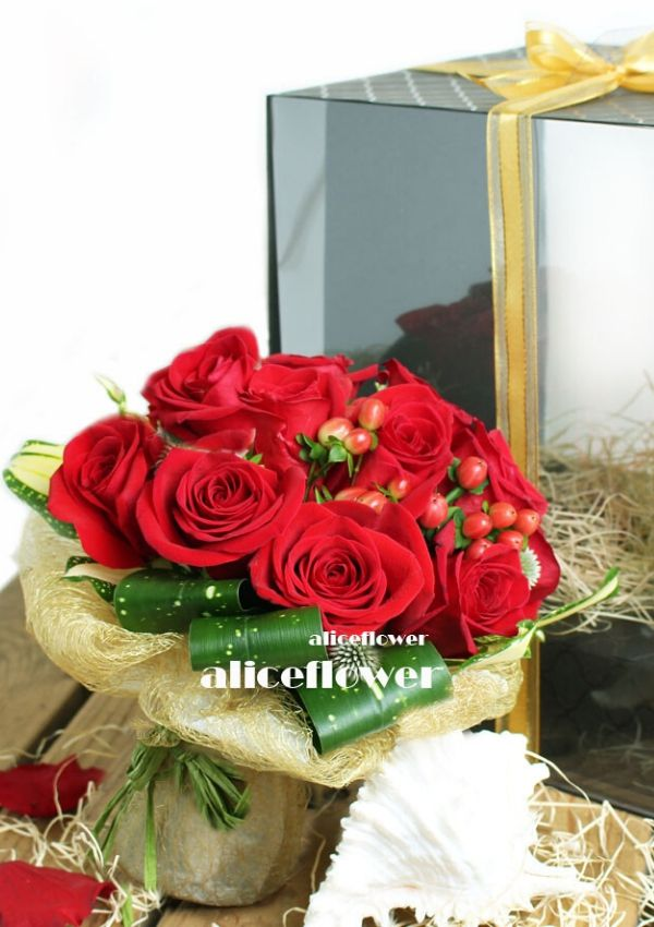 Chinese Valentine´s Day,Boundless Love Red Roses Gift