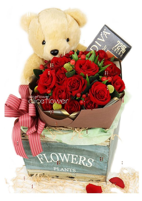 Valentine Bouquet,Bear hugging red rose