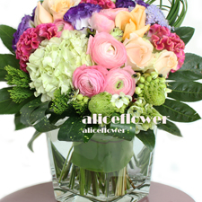 Spring Festivals Flora-Beautiful Garden, Tremendous bright bouquet of Hydrangea, roses and exotic flowers in warm palette will be a great gift-Alice Florist Taipei Taiwan.