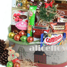 Christmas Gift-Full of blessings. This Christmas hamper is the perfect gift for any of the treasured friends, family and coworkers on your list-Alice Florist Taipei