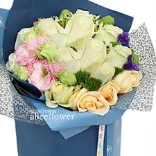 Spring Festivals Flora-Blue classic. A touch of sea and sky. A touch of spring romantic flowers, Alice Florist Taipei.